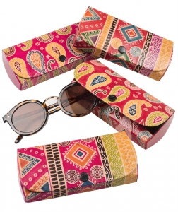 Porta occhiali in pelle con stampa fantasia aztec/paisley, 15.5 x 7.5cm. Fatto a mano in India,  da commercio etico  fair trade
